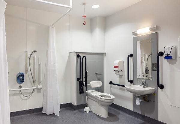 Sử dụng các thiết bị phòng tắm dành riêng cho người cao tuổi