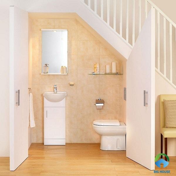Tận dụng gầm cầu thang để làm nhà vệ sinh giúp tiết kiệm tối đa diện tích