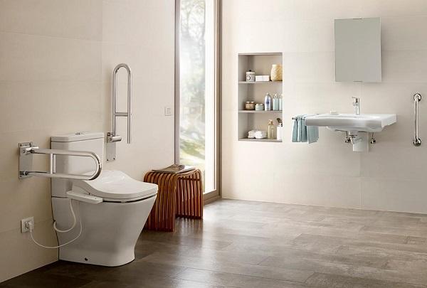 Sử dụng bồn cầu thông minh với hệ thống rửa tự động