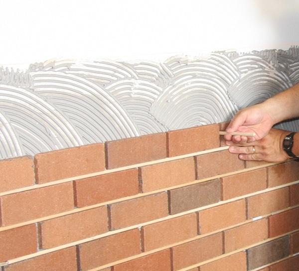 Cách thi công gạch ốp tường giả cổ đẹp nhất